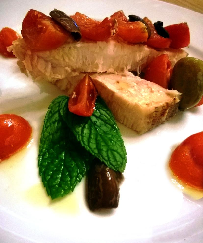 Ricetta Pesce Spada Al Forno Con Pomodorini E Mix Di Olive Ficacci